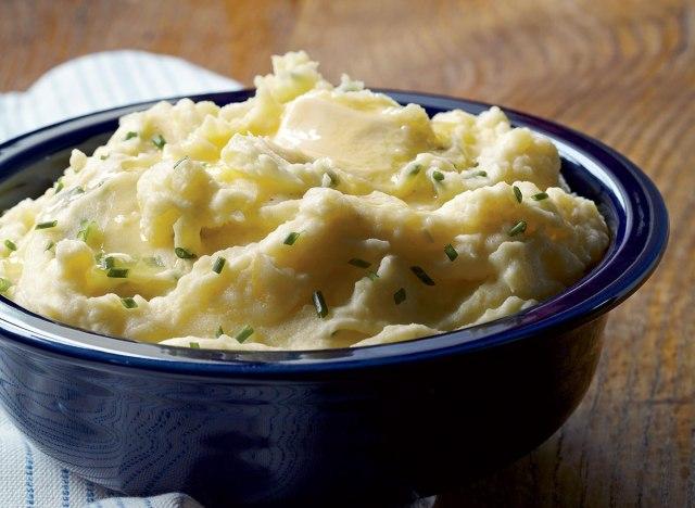 Vegan roasted garlic mashed potatoes